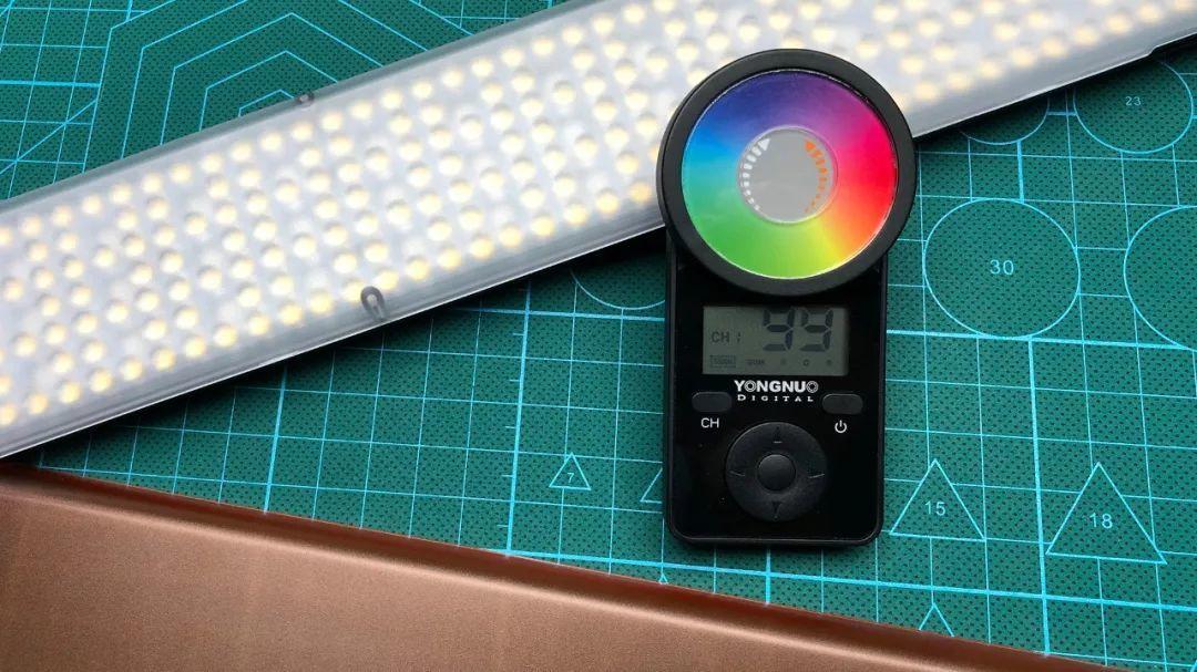 永诺 YN360 III 全彩 LED 摄影摄像冰灯 开箱