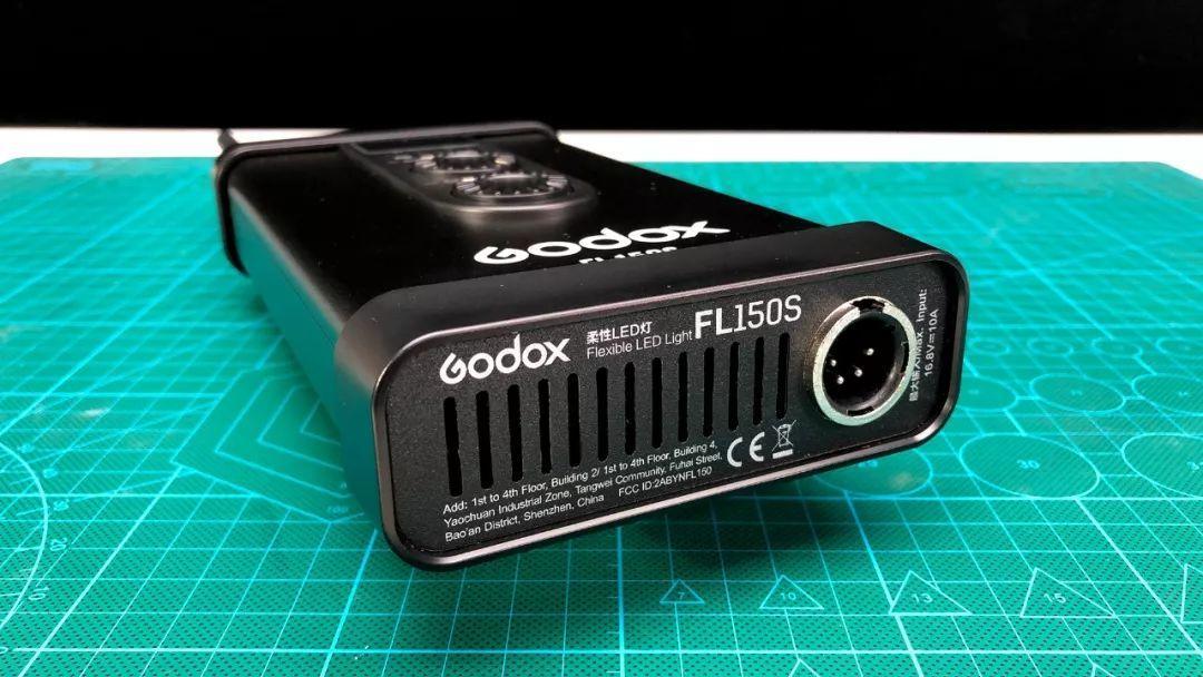 神牛 Godox FL150S 卷布灯开箱测评