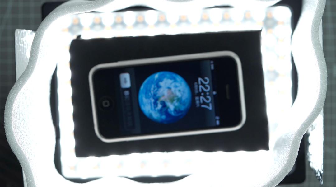 如何用一盏灯将手机拍的高大上?永诺YN300 四代多彩板灯